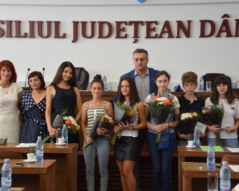 8 elevi premiați de CJD.