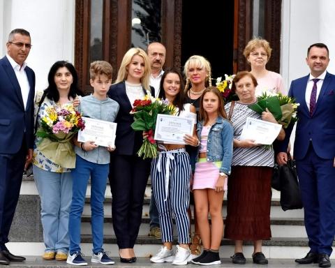 5 elevi de 10 au fost premiați
