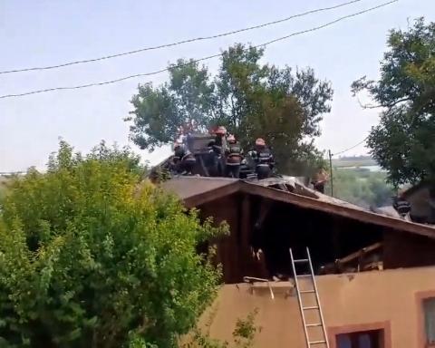 Incendiu Ciocănești-acoperiș ars